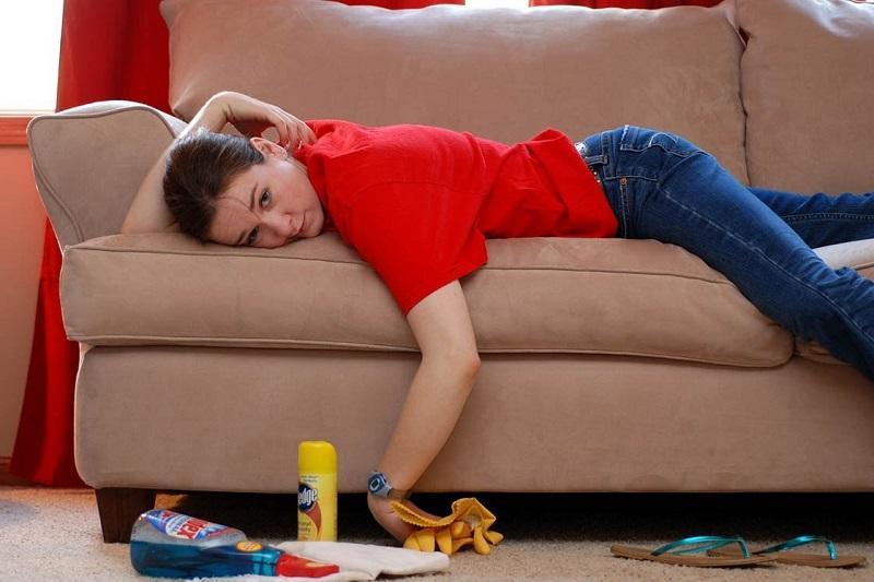 Почистить диван под силу любой хозяйке