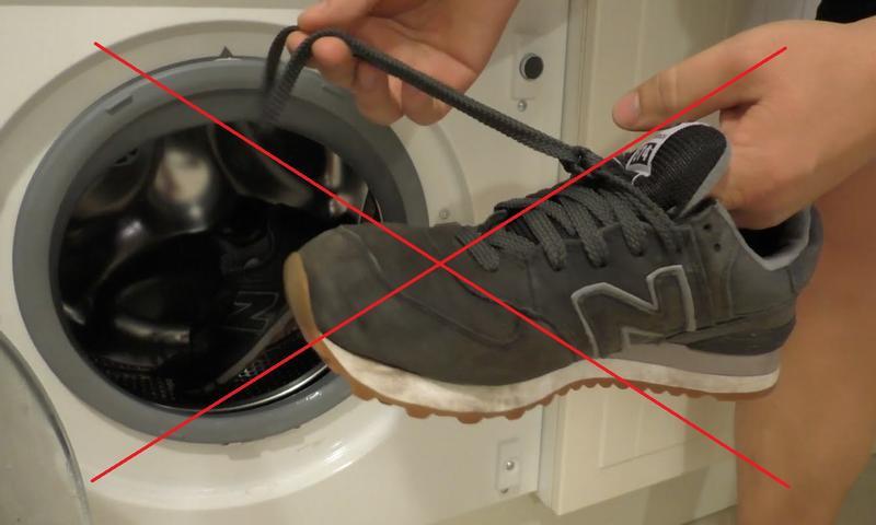 Кроссовки из замши не рекомендуется стирать в машинке-автомат