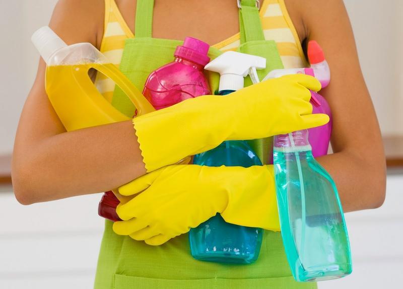 Работа в перчатках с бытовой химией