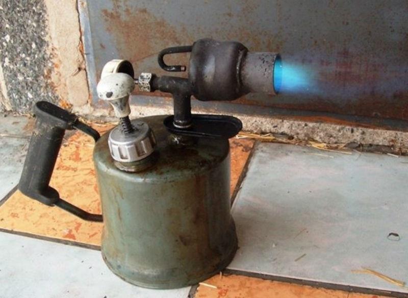 Газовая горелка для очистки сковородки