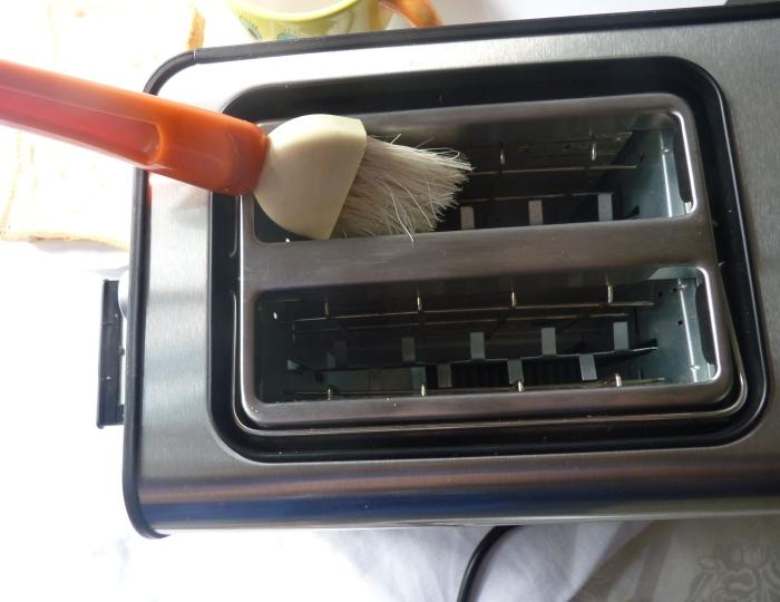 Кисточка для чистки тостера