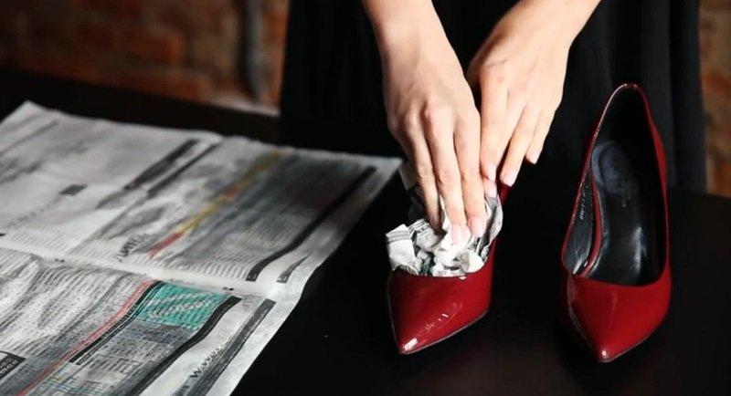 Старые газеты в туфли