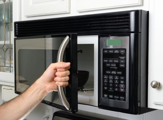 Микроволновая печь в действии