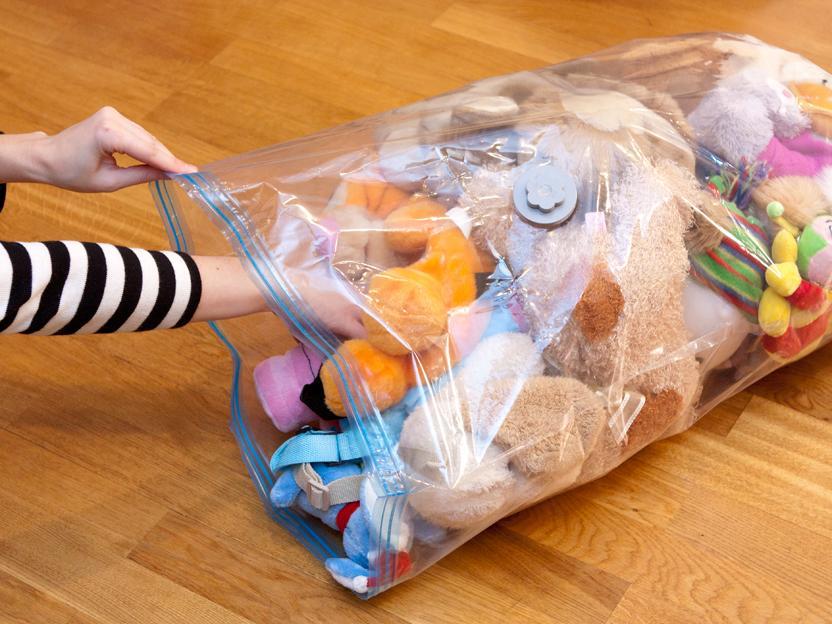 Стирка игрушек в полиэтиленовом пакете